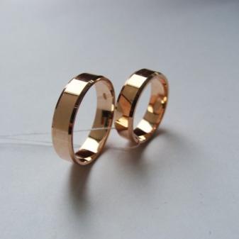 Традиционно такие обручальные кольца изготовляют из желтого или красного  золота, но может допускаться комбинация из золота нескольких цветов. bbf6c35eb38