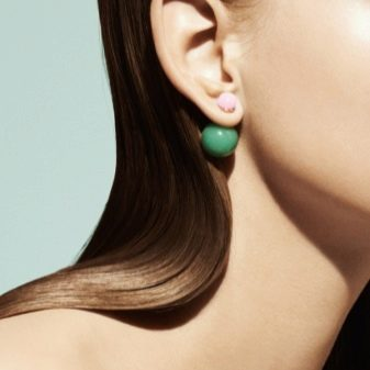 Круглые серьги (50 фото): золотые сережки для лица, черные серебряные модели в виде шариков с двух сторон