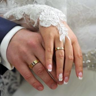 1480f22a2b60 Двойные наборы колец для жениха и невесты можно обсудить заранее, за  несколько месяцев до свадьбы и выбрать вариант, устраивающий обоих.