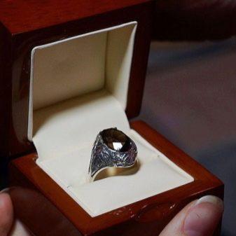 Помолвочные кольца (120 фото): Тиффани для помолвки, какое должно быть помолвочное с сапфиром и изумрудом из серебра