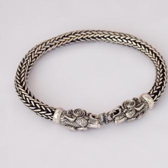 Серебряные браслеты (110 фото): женские широкие украшения из серебра Sokolov, серебряные браслеты для шармов