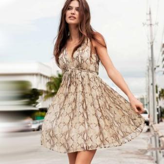Макияж и прическа под бежевое платье