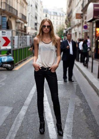 Девушка в джинсах и белой рубашке снять фото 112-842