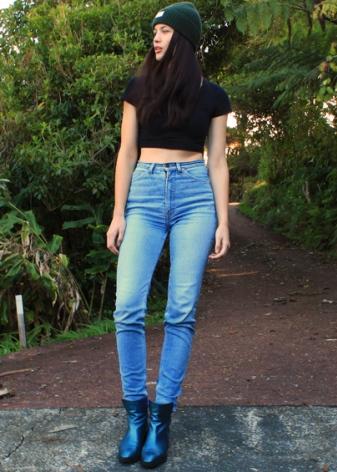 Джинсы с завышенной талией (78 фото): с чем носить, кому подойдут, как носить, особенности выбора