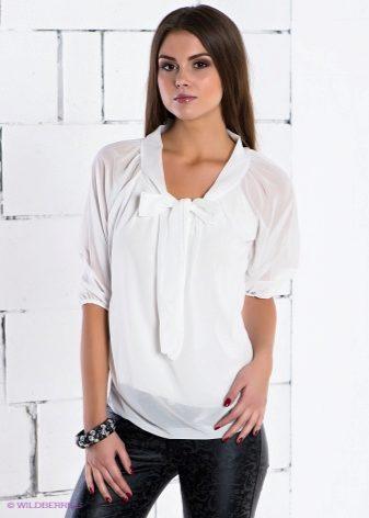 9e9db8880b2 Для девушек с широкими бедрами блузка с воротником-хомутом – идеальный  вариант. Воротник-стойка подчеркнет красоту длинной шеи.