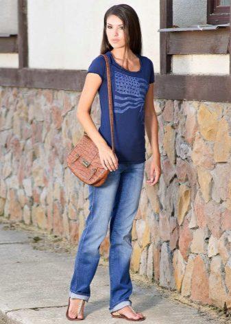 4471766fb37a Идеальной длиной для широких джинсов считается длина до середины каблука,  хотя всё зависит от конкретной модели. Многие девушки любят носить широкие  джинсы ...
