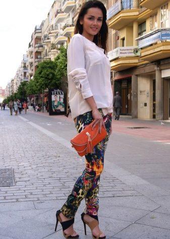 Джинсы с рисунком (50 фото): с чем носить и как выбрать, с цветочным принтом, с узором, куда можно пойти