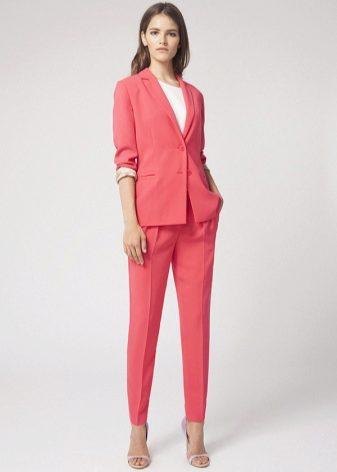 Пиджак и юбка красного цвета