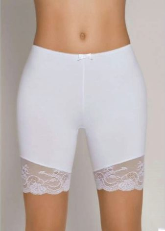 Трусики и панталончики под юбками
