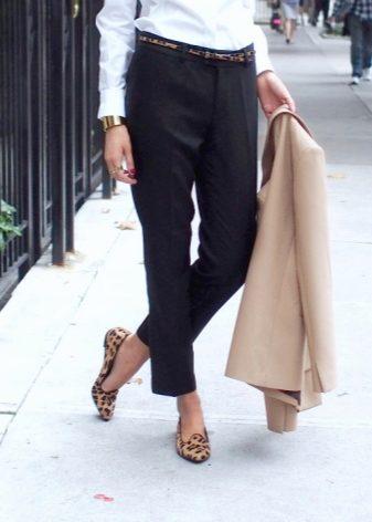 Укороченные брюки в классическом стиле