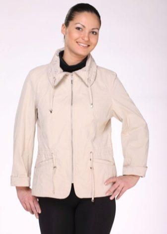 Женская ветровка из трикотажа большого размера должна мягко струиться по  фигуре. Чтобы выделить талию, прямого кроя куртку можно подобрать поясом. ba5f49ad181