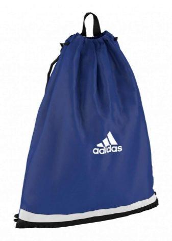 df4e97ca2a76 Конструкция спортивной сумки-мешок является очень удобной для быстрого  сбора спортивной одежды и транспортировки её в спортзал.