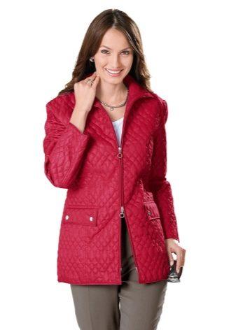 fdc4cce9691 Дизайнеры не ограничивают модниц одним фасоном. Сейчас популярностью  пользуются летние куртки разных фасонов.