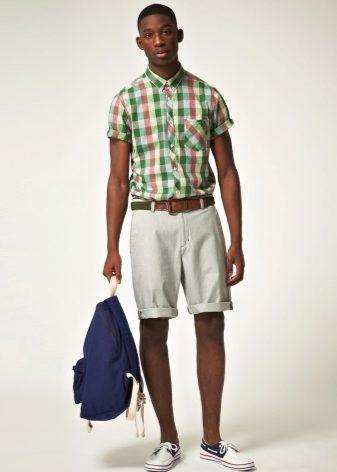 e4b1441509d Молоденькие девушки также часто используют шорты и клетчатые рубашки для  создания модных луков. Это могут быть