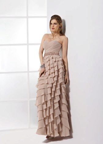 Платье с воланами на юбке (43 фото): свадебное, с чем носить, для полных