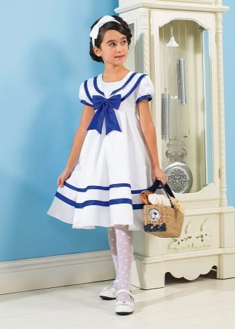 19326b827c4 Дети очень любят играть в сказочных фей или русалок. Легкое бирюзовое платье  с блестками и морским узором станет находкой для выхода в свет.