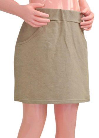 Резинку сзади или по бокам на юбке