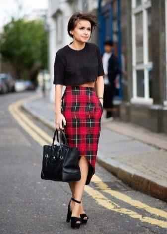 Клетчатые черно красные юбки