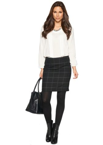 6e01768e75a Стройным модницам можно носить короткие юбки и изделия с высокой линией  посадки