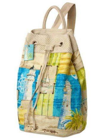 a44fe0e30412 Легкий текстильный рюкзак яркой летней расцветки будет уместно смотреться в  качестве пляжной сумки. В нем легко разместится все необходимое для отдыха  на ...