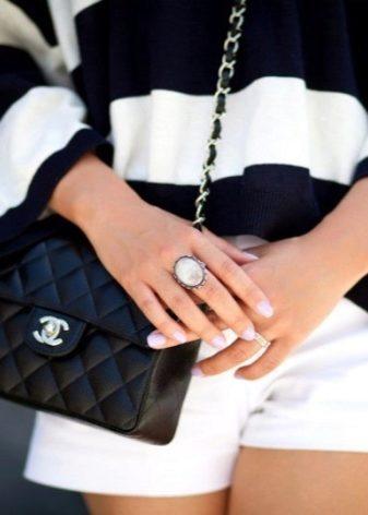 Сумки Chanel (Шанель) 2019 (79 фото)  boy, сколько стоит оригинал ... 564d0bfdeda