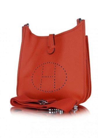 Все сумки Hermes производятся из телячьей, крокодиловой или страусиной кожи  и только вручную. Такой принцип увеличивает время, необходимое на  производство ... fe541dbc275