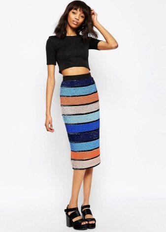 Фото девушка в юбке средней длины