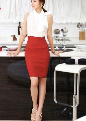 У девушек в офисе под юбкой