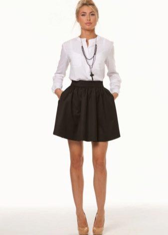 18f5a1861b5 Такая модель юбки имеет также два варианта структуры самого «колокола».  Малый колокол – это небольшие складки на поясе