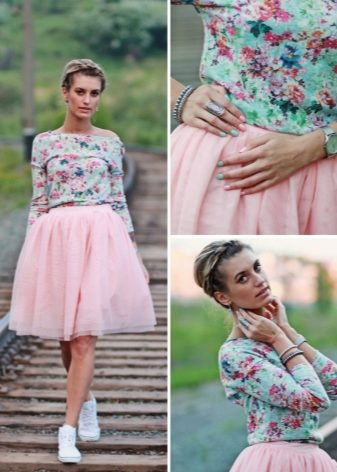Секси девочка в розовой юбке