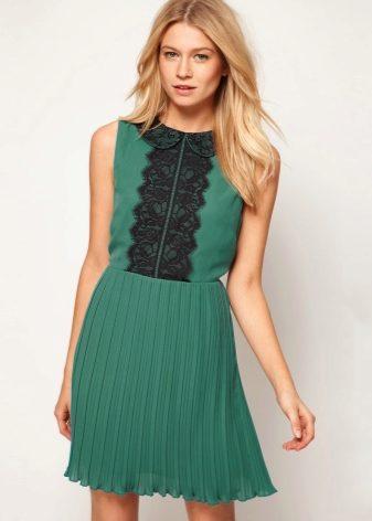 Длинное вязаное платье с юбкой плиссе