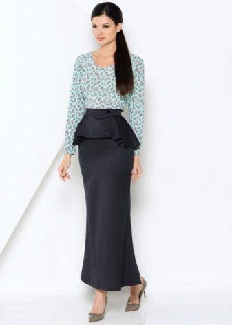 e701de10b916 ... слегка расширяется к подолу и идеальнее всего смотрится на девушках  высокого роста с довольно широкими бедрами. Такую юбку не наденешь каждый  день.