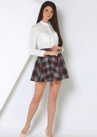 Девушки в колготках и юбках в обтяжку