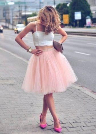 Розовая юбка расклешенная