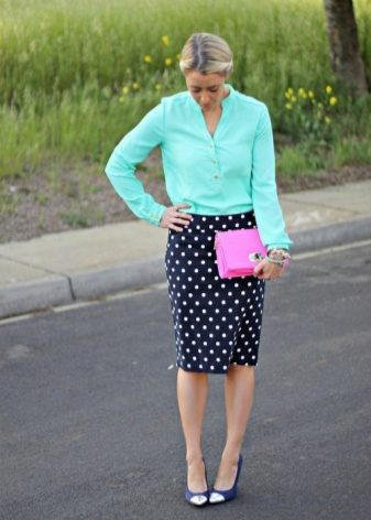 c8e71bbae36 Подойдет для деловых девушек со стройными ногами. Цвет и размер гороха  следует выбирать из расчета собственной фигуры