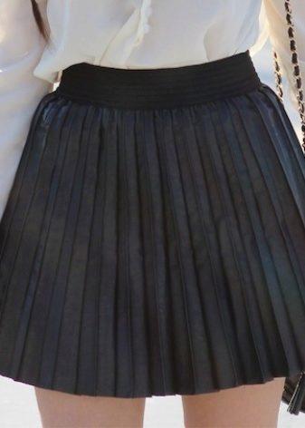 Школьная юбка в складку черная