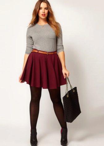 Фото девушек в юбках с полными формами фото 214-764