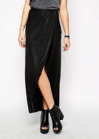 Женщины стройные красивые ножки длинная юбка разрезом является наиболее сексуальным
