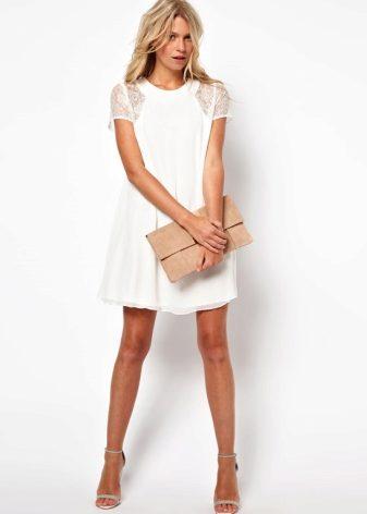 7ad544a415bef77 Не стоит перегружать образ украшениями, белое кружевное платье само по себе  является самодостаточным. С белым хорошо сочетаются серебристые и  золотистые ...