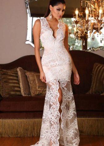 911c4d13e2721bb Белые вечерние платья могут быть полностью кружевные или частично с  кружевными вставками. Кружево одинаково хорошо смотрится как в длинном  платье, ...