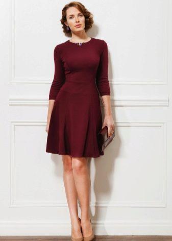 f39938ba237f291 Новые зимние коллекции вечерних и коктейльных платьев представлены во всех  вариантах красного – бордовый, терракотовый, малиновый, розовый, вишневый.