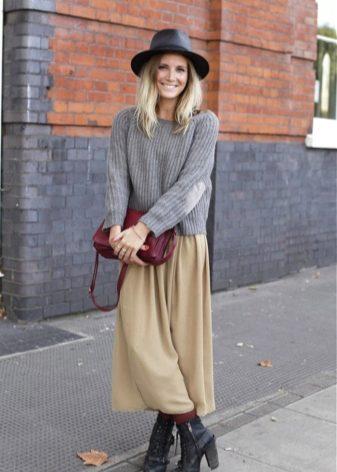 Легкая юбка и свитер