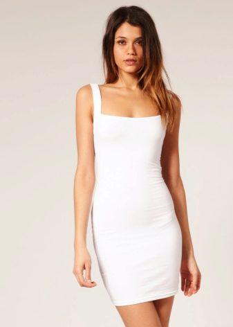 Короткое платье на лямках