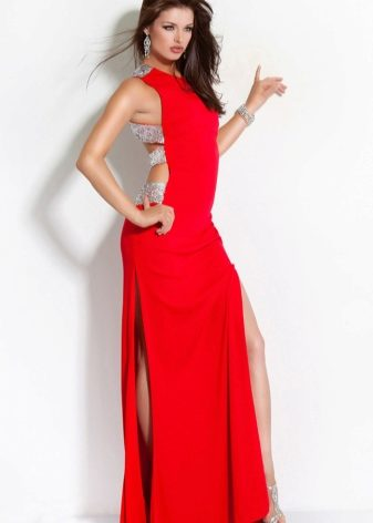 fc7193ccbb0 Такие платья чаще всего шьют их ниспадающих тканей и облегающими по фигуре.  Разрез обеспечивает комфорт движения при великолепном внешнем виде.
