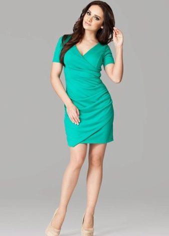 44a82ee3900 Не слышали  Тогда мы объявляем. Платье-футляр – хит года. Классический крой  позволяет носить его в любое время года.