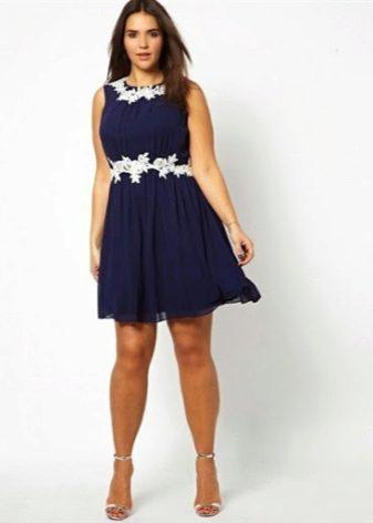 dcf8ffc1e730 Очаровательно смотрятся короткие платья из легких тканей свободных фасонов.  Это может быть платье-рубашка, расклешенная модель, платье в форме трапеции  или ...