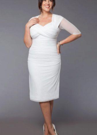 41a9e5fae44f71c ... если вы изберете удачную модель не слишком облегающего силуэта, с  подхватами и перфорацией, боковыми подрезами. «Греческое» платье с V- образным вырезом ...