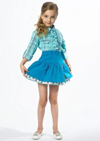 Короткая юбка маленькой девочки