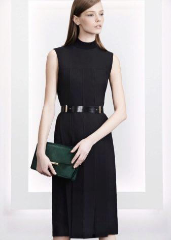 0912f9568fb Jason Wu представили универсальное деловое платье черного цвета с  воротником-стойкой и юбкой в складку