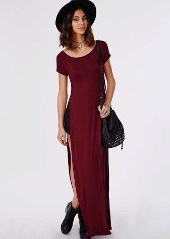 eb4c68e8912 Платья-футболки контрастных черного и белого цветов выглядят более эффектно  и будут уместны даже в вечернем образе. Модели ярких и насыщенных ...
